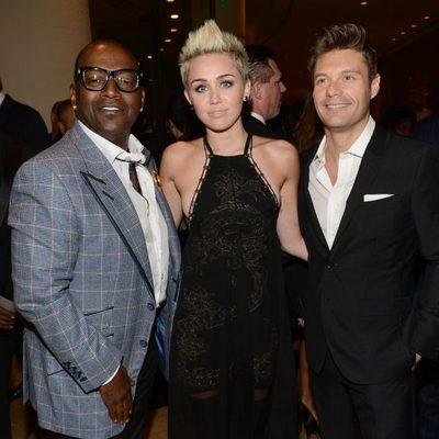 Randy Jackson, Miley Cyrus y Ryan Seacrest en la gala pre-Grammy 2013