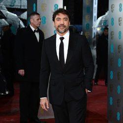 Javier Bardem posa para los fotógrafos en la alfombra roja de los BAFTA 2013