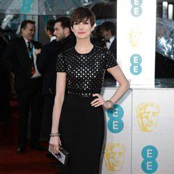 Anne Hathaway en la alfombra roja de los BAFTA 2013