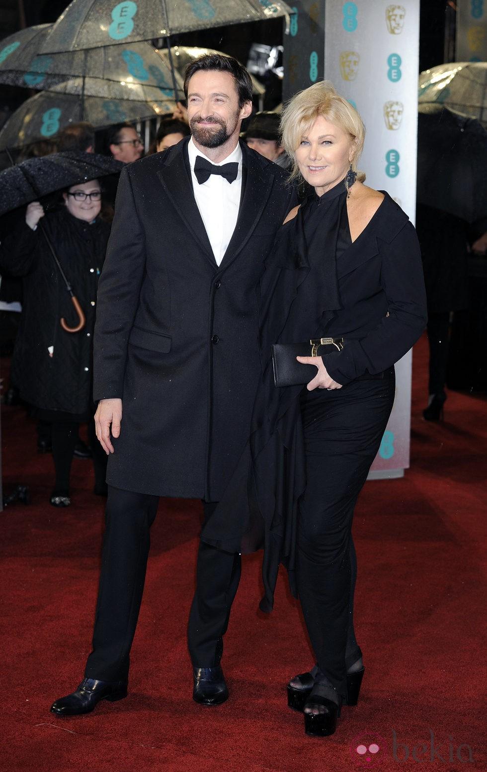Hugh Jackman en la alfombra roja de los BAFTA 2013