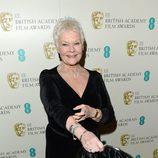 Judi Dench en la alfombra roja de los BAFTA 2013