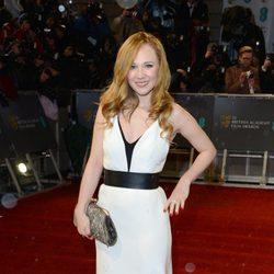 Juno Temple en la alfombra roja de los BAFTA 2013