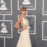 Taylor Swift en la alfombra roja de los Grammy 2013