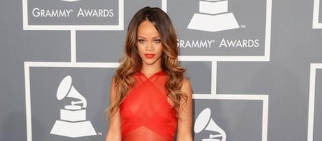 Rihanna en la alfombra roja de los Grammy 2013