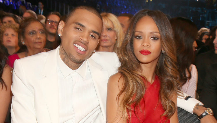 Rihanna y Chris Brown en la entrega de los Grammy 2013