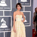 Alexa Chung en los Grammy 2013