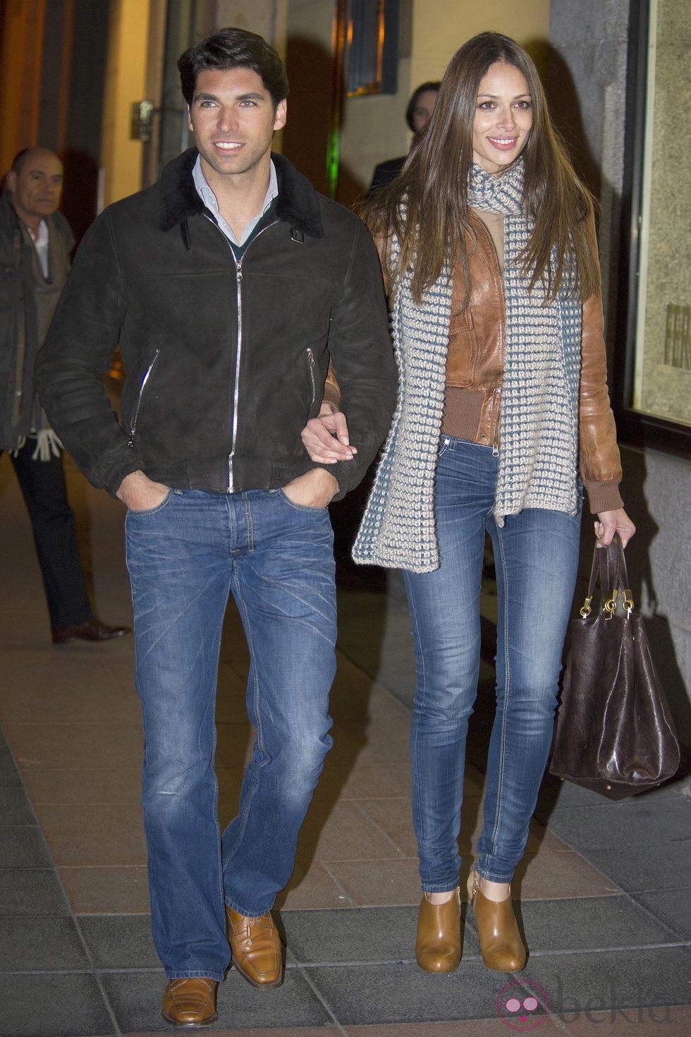 Eva González y Cayetano Rivera, paseo nocturno por Madrid