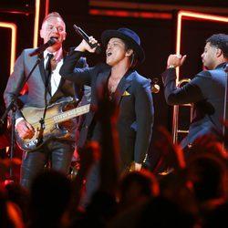 Sting y Bruno Mars, cantando juntos en los Grammy 2013