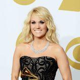 Carrie Underwood con su premio Grammy 2013