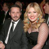 Kelly Clarkson y Brandon Blackstock en los Grammy 2013