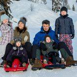 Los Príncipes Federico y Mary de Dinamarca con sus hijos en Suiza