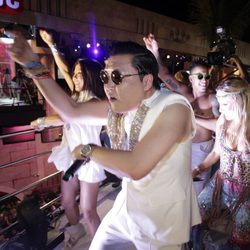 Psy actuando en los carnavales de río de Janeiro 2013