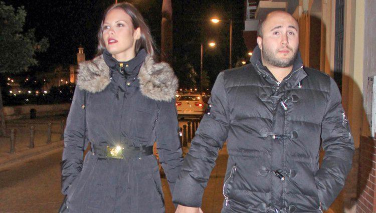 Kiko Rivera y Jessica Bueno pasean cogidos de la mano por Sevilla