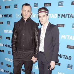 David Delfín y Pelayo Díaz en el estreno de 'Mitad y mitad'