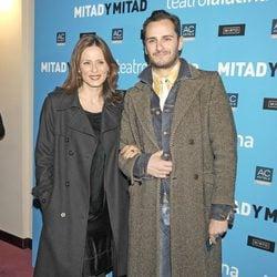 Aitana Sánchez Gijón y Asier Etxeandía en el estreno de 'Mitad y mitad'