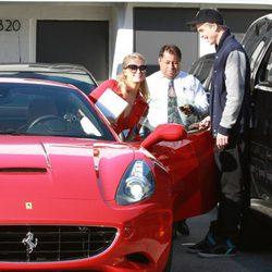 Paris Hilton y River Viiperi disfrutan de su amor a 'todo gas'