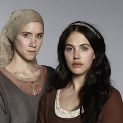 Jessica Brown-Findlay y Lena Dörrie de la miniserie 'El Laberinto'