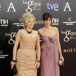Kiti Mánver y Gisela en la alfombra roja de los Goya 2013