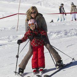 Máxima de Holanda esquiando con la Princesa Ariane en Austria