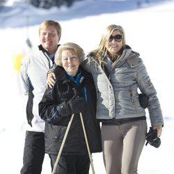 La Reina Beatriz con Guillermo y Máxima de Holanda en Austria