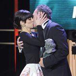 Beso entre Maribel Verdú y José Coronado