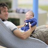 Carlos Moyá con su hijo Carlos en un parque de Miami