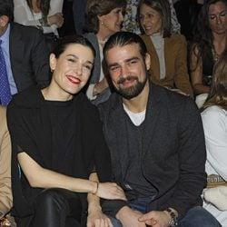 Raquel Sánchez Silva y Mario Biondo en el desfile de Ion Fiz en Madrid Fashion Week otoño/invierno 2013/2014