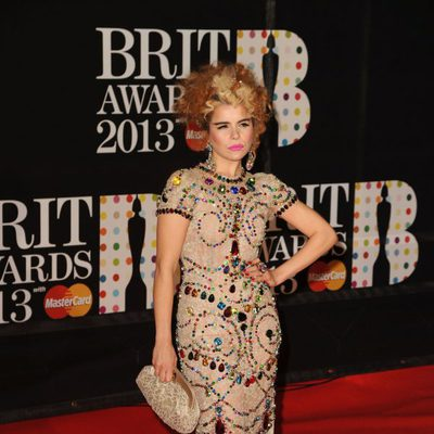Paloma Faith en la alfombra roja de los Brit Awards 2013