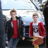 Romeo y Cruz Beckham en la celebración del 8 cumpleaños de Cruz en París