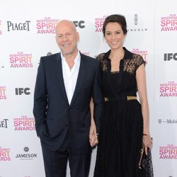 Bruce Willis y Emma Heming en los Independent Spirit Awards 2013