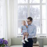 Estela de Suecia con el Príncipe Daniel en su primer cumpleaños