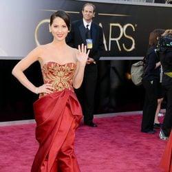Olivia Munn en la alfombra roja de los Oscar 2013