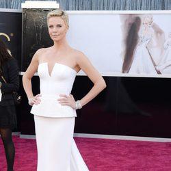 Charlize Theron en los Oscar 2013
