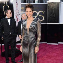 Halle Berry en la alfombra roja de los Oscar 2013