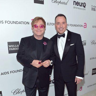 Elton John en su fiesta celebrada tras los Oscar 2013 junto a David Furnish