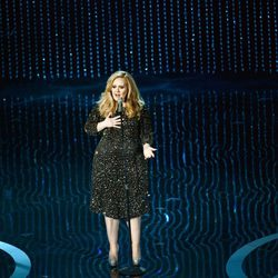 Adele canta 'Skyfall' en los Oscar 2013