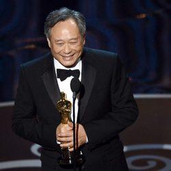 Ang Lee recoge el Oscar 2013 a Mejor director por 'La vida de Pi'