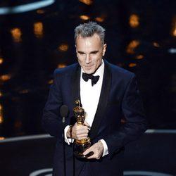 Daniel Day-Lewis recoge el Oscar 2013 a Mejor Actor