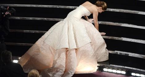 Jennifer Lawrence se cae en los Oscar 2013