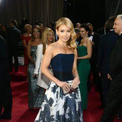 Kelly Ripa en la alfombra roja de los Oscar 2013