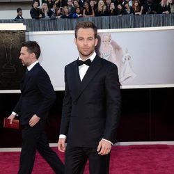 Chris Pine en la alfombra roja de los Oscar 2013
