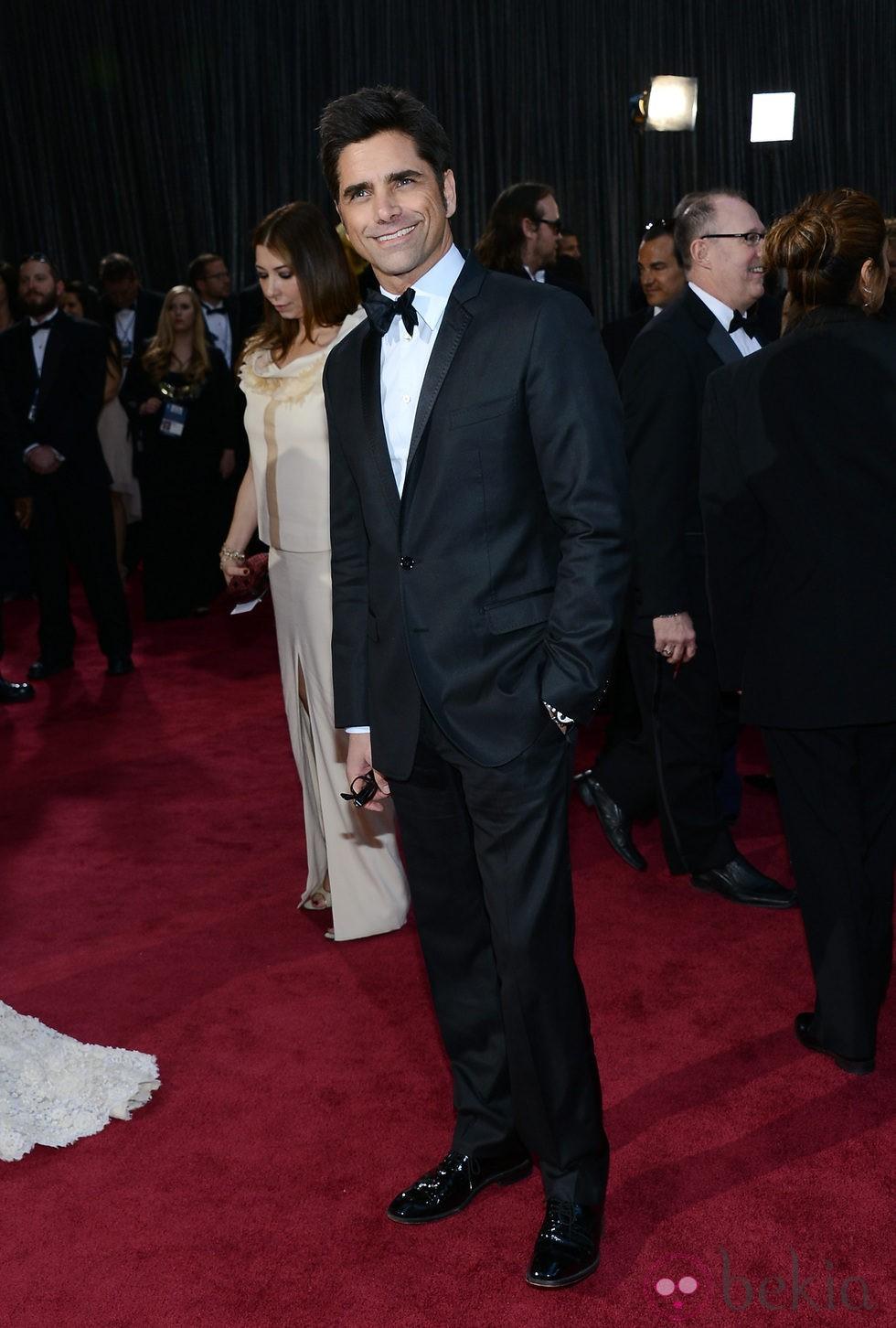 John Stamos en la alfombra roja de los Oscar 2013