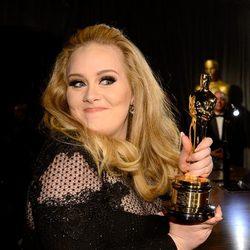 Adele presume de Oscar en la fiesta Governors Ball tras los Oscar 2013