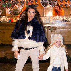Katie Price disfruta de un día con su pequeña Princess
