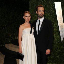 Natalie Portman y Benjamin Millepied en la fiesta post Oscar 2013 organizada por Vanity Fair