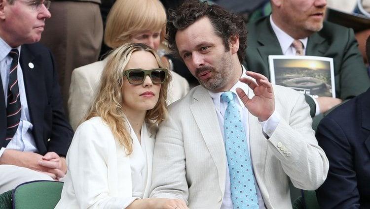 Rachel McAdams y Michael Sheen en el torneo de Wimbledon en 2012