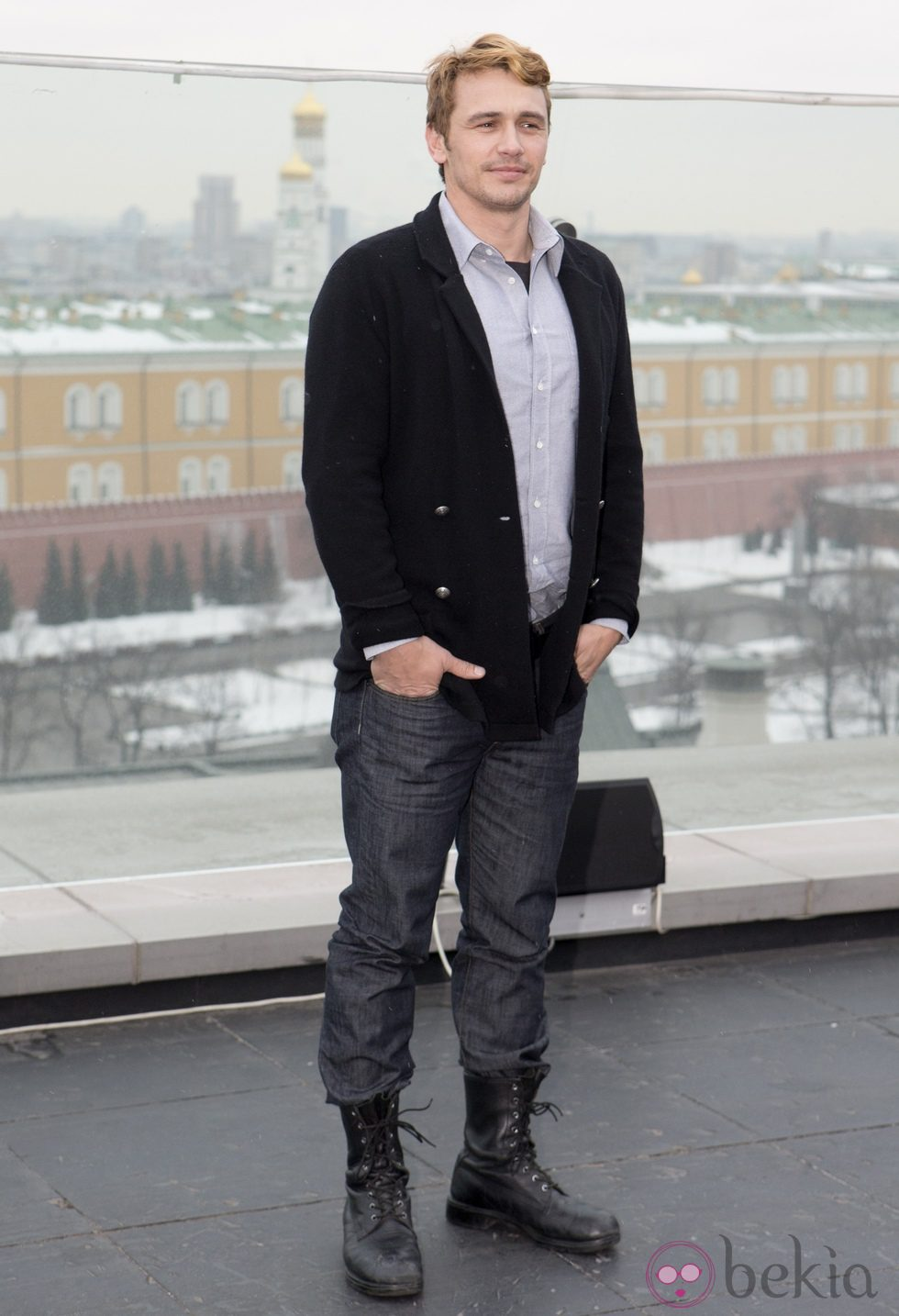 James Franco con el pelo rubio