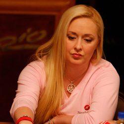 Mindy McCready jugando al poker en Las Vegas