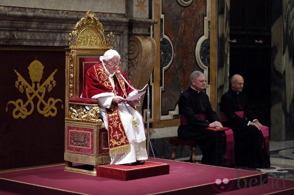 Benedicto XVI se despide de sus cardenales