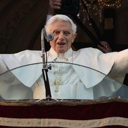 Benedicto XVI se despide desde el balcón del Palacio de Castel Gandolfo